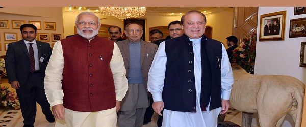 Prime Minister Narendra Modi (L) meeting the Prime Minister of Pakistan, Nawaz Sharif, at Lahore, Pakistan