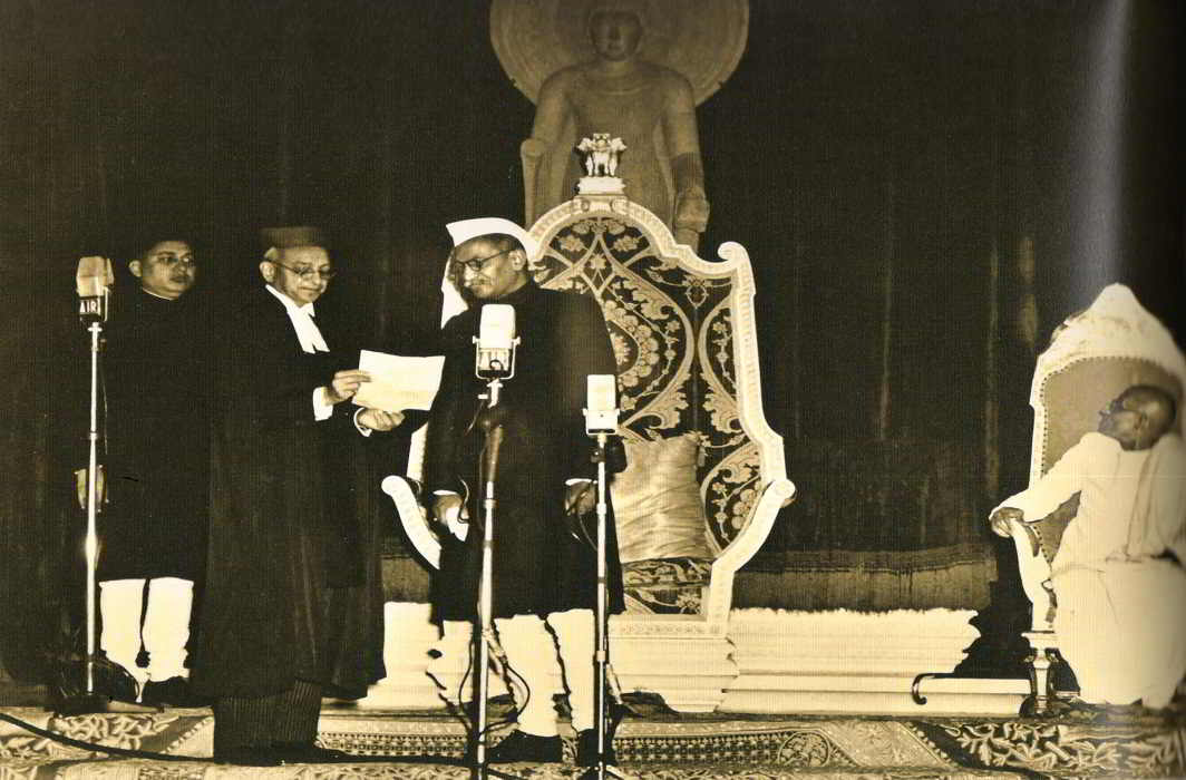 The first Chief Justice of India, HJ Kania, administering the oath to the first President of India, Dr Rajendra Prasad, in the Durbar Hall of Rashtrapati Bhawan