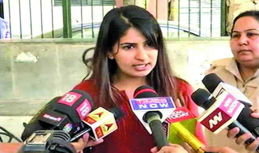 Gurmehar addressing mediapersons after being trolled for her video