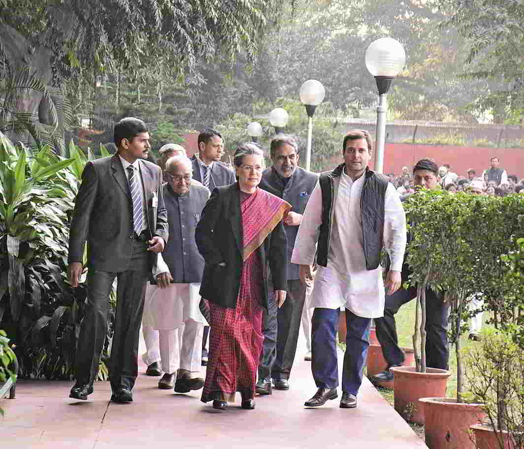Congress President Sonia Gandhi and Vice President Rahul Gandhi arriving at AICC after getting bail from the Patiala House courts in the National Herald case in New Delhi. Photo: UNI