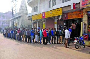 Long queue outside banks when the demonetisation move was announced. Photo: UNI