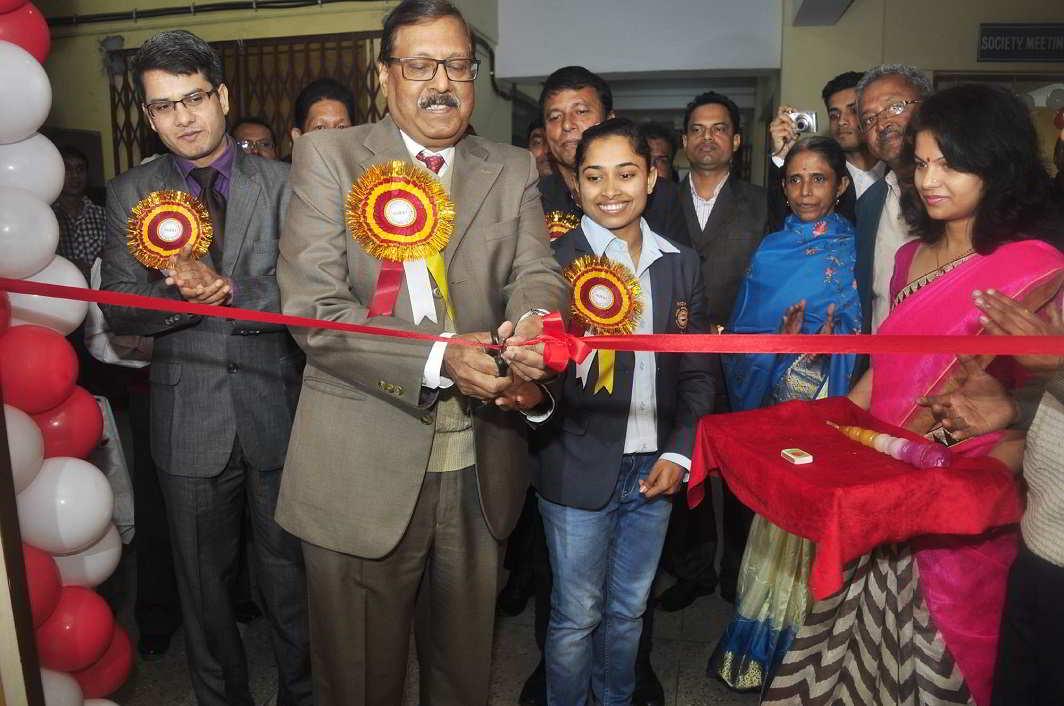 For the love of philately- Olympian Gymnast Dipa Karmakar inaugurating Philatelic Exhibition organised by India Post in Agartala on Satuday. UNI PHOTO-13U