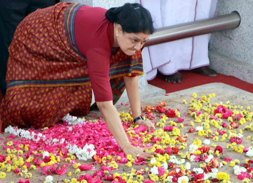 GOODBYE, MY FRIEND: AIADMK general secretary VK Sasikala takes an emotional vow at the memorial of late Tamil Nadu CM J Jayalalithaa, before leaving for Bengaluru to surrender before a court, UNI