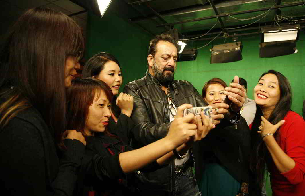Dutt interacts with APN staff