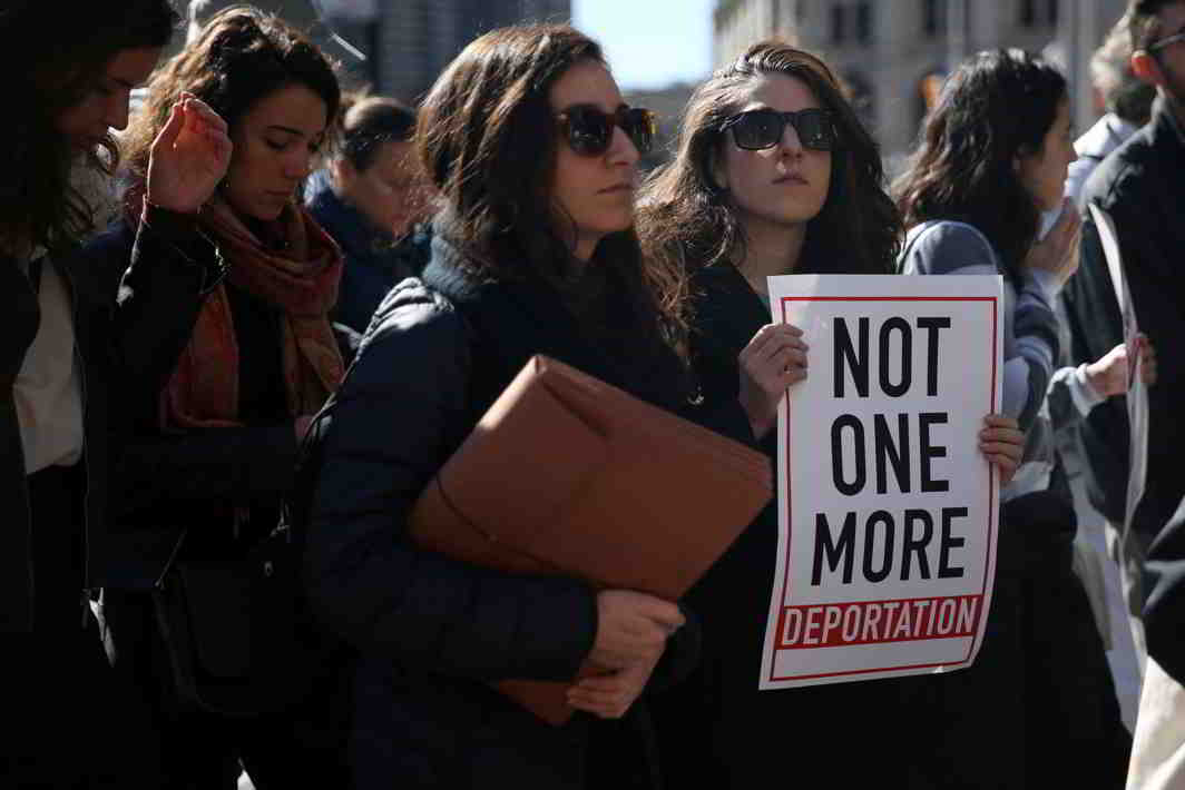 NO BORDERS: Supporters demonstrate outside US Citizenship and Immigration Services offices as immigration activist Ravi Ragbir (unseen) attends his immigration check-in with officials in New York, Reuters/UNI