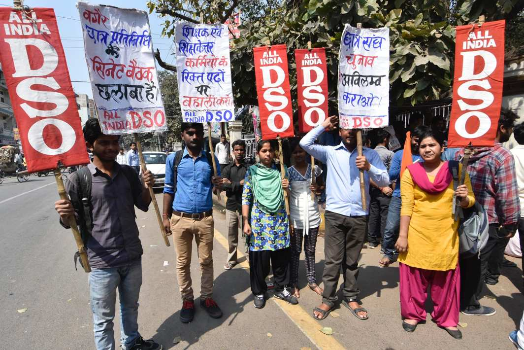 LEFTWARD MARCH: All-India DSO activists protest outside Patna University during senate meeting, UNI