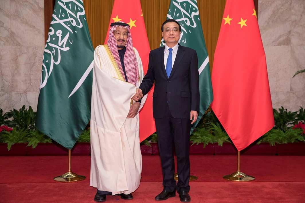 STAND TOGETHER: Chinese Premier Li Keqiang (R) shakes hands with Saudi Arabia's King Salman bin Abdulaziz Al Saud (L) at Great Hall of the People on March 17, Reuters/UNI