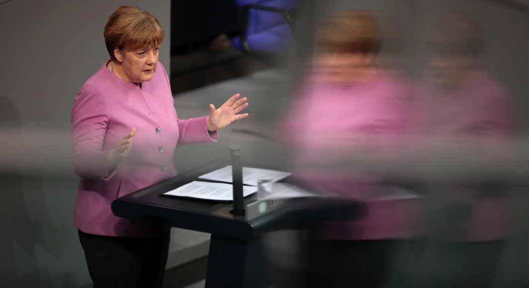 ATTENTION: German Chancellor Angela Merkel addresses the German lower house of parliament Bundestag in Berlin, Reuters/UNI
