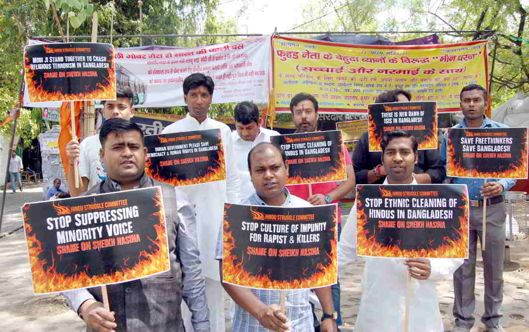 MINORITY COMPLEX: Members of Hindu Struggle Committee raising slogans during a demonstration demanding stop to killing of Hindus in Bangladesh, in New Delhi, UNI