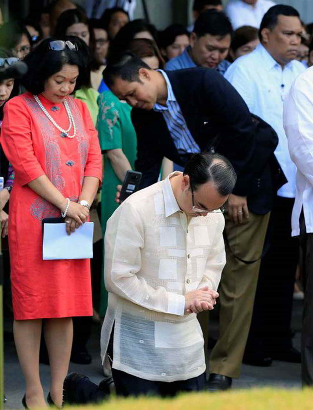 RESPECT: New Philippine foreign secretary Alan Peter Cayetano prays during a flag raising at the department of foreign affairs headquarters in Pasay City, Metro Manila, Philippines, Reuters/UNI