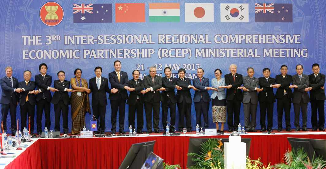 MUTUAL COOPERATION: Trade ministers pose for a photo during the 3rd Inter-sessional Regional Comprehensive Economic Partnership (RCEP) ministerial meeting in Hanoi, Vietnam, Reuters/UNI