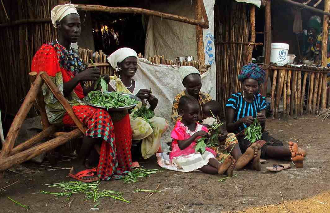 KITCHEN PASTORAL: South Sudanese refugee women living in Nguenyyiel Refugee camp prepare vegetables for cooking near Gambella, Ethiopia, Reuters/UNI