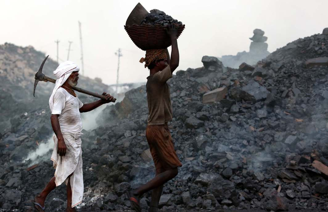 COAL COUNTRY: People carry coal defying the warning of the Jharkhand government against venturing into the interiors of Jharria and Digwadih mines for fear of landslide, UNI