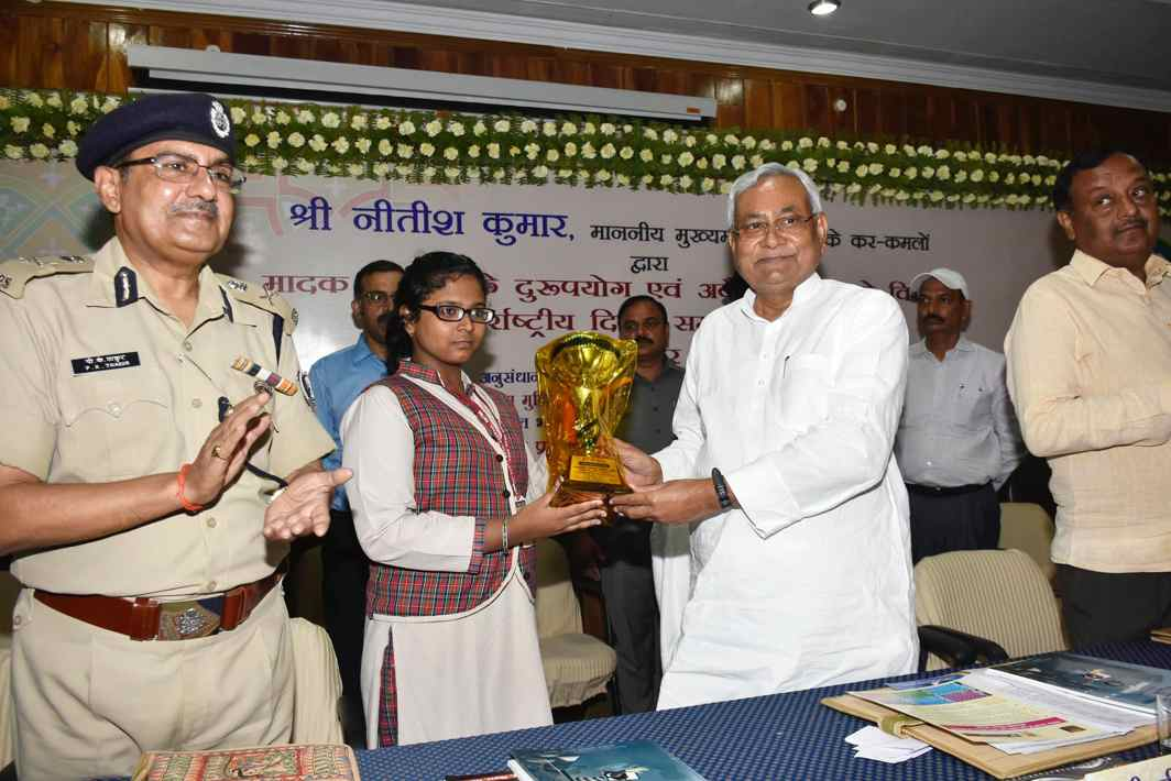 GOOD JOB: Bihar Chief Minister Nitish Kumar presents the winner's trophy to a participant in an anti-drug abuse poster competition, during International Drug Abuse Day function, in Patna, UNI