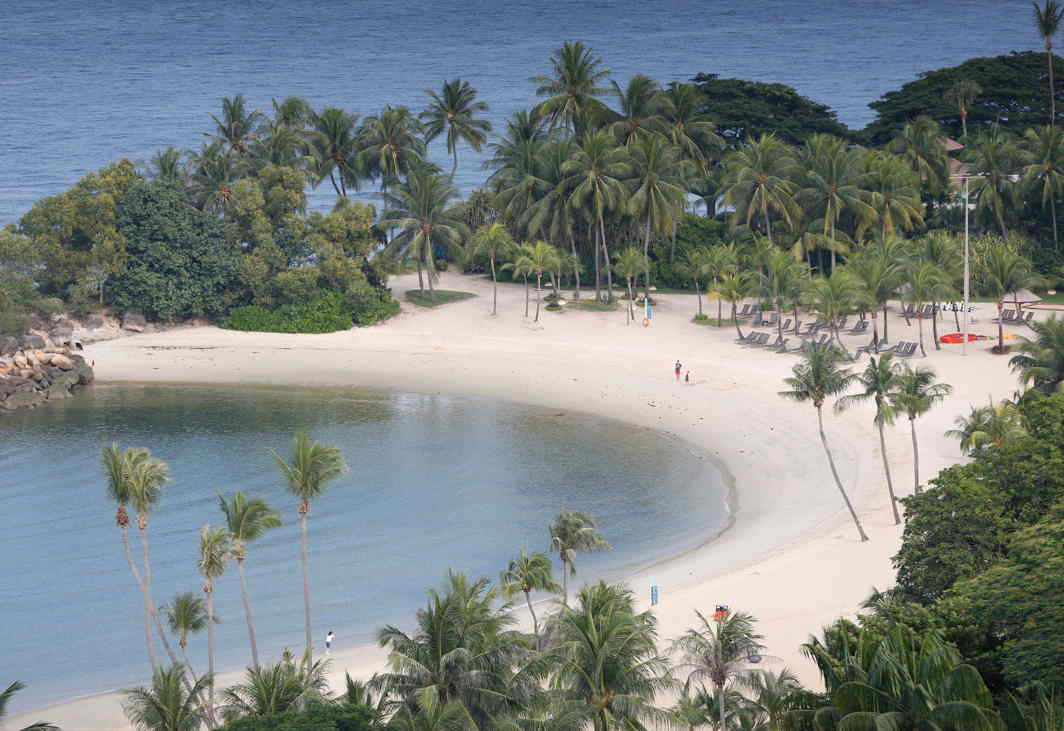WHITE SAND: A view of a beach on the island resort of Sentosa in Singapore, Reuters/UNI