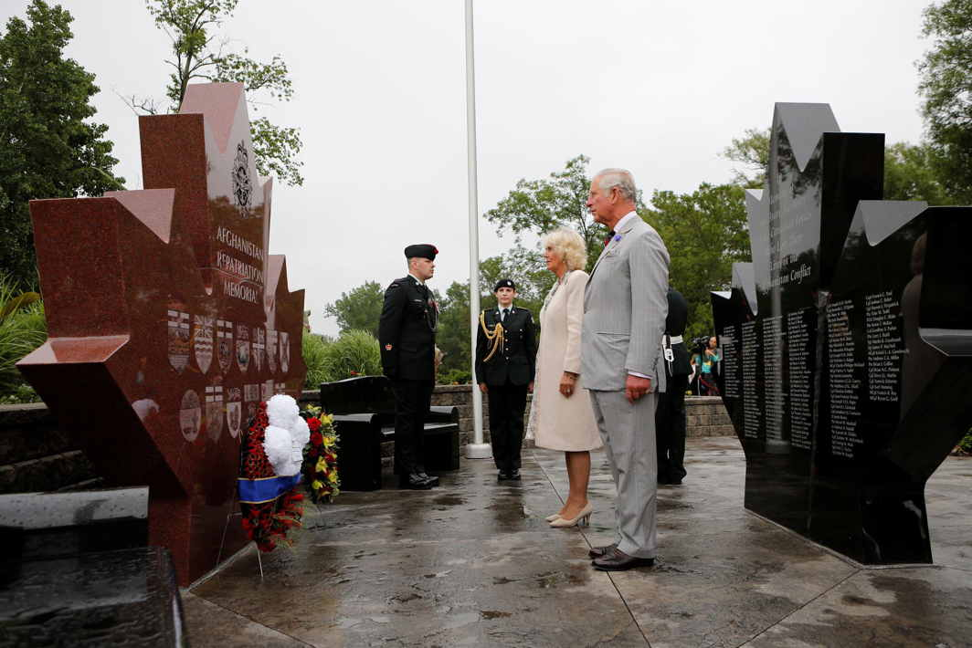 SYMBOLIC GESTURE: Britain's Prince Charles and Camilla, Duchess of Cornwall, pause after laying a wreath at the Afghanistan Repatriation Memorial in Trenton, Ontario, Canada, Reuters/UNI