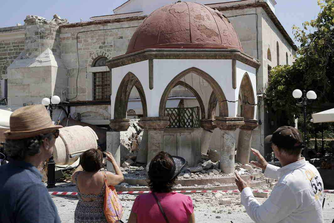IN RUINS: Tourists look at the damaged Ottoman-era Defterdar Mosque following an earthquake on the island of Kos, Greece, Reuters/UNI