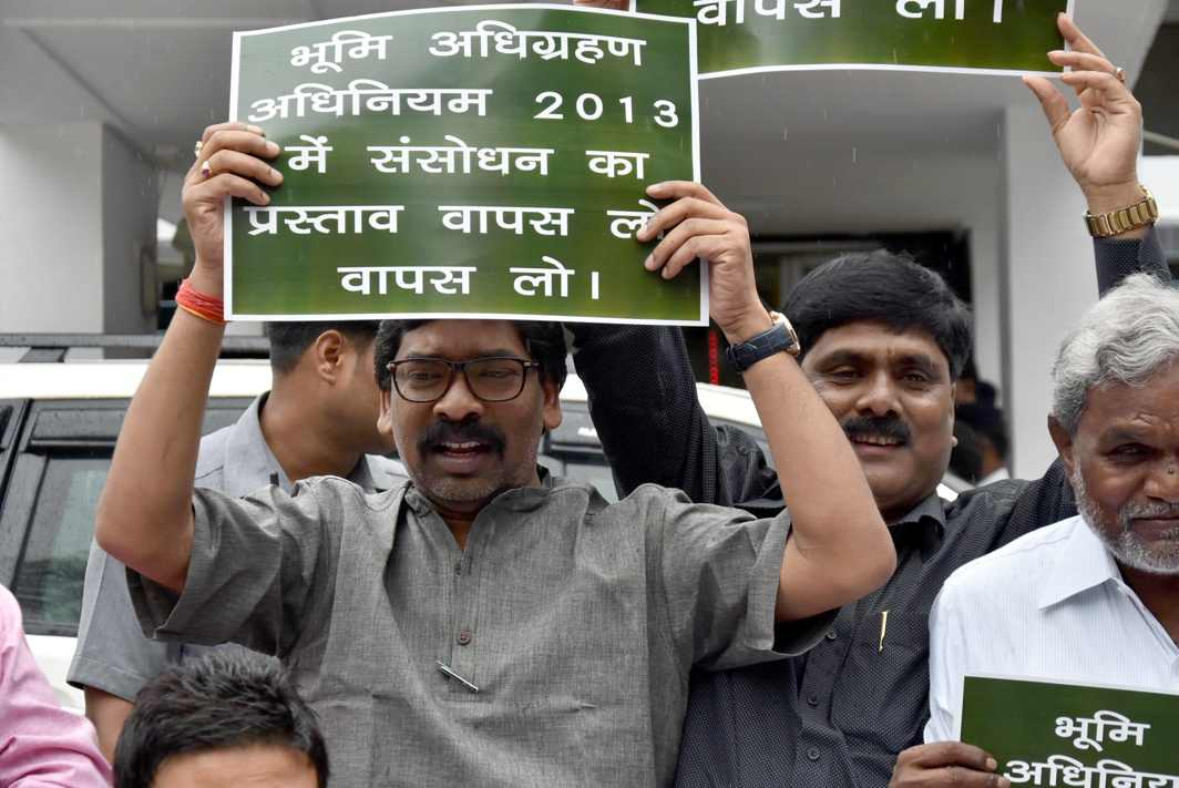 BEE IN HIS BONNET: Jharkhand Mukti Morcha (JMM) working president and leader of opposition Hemant Soren alongwith party MLAs stages a demonstration in protest against the Jharkhand government on the Anti-Religious Conversion Bill, Land Acquisition Bill, Domicile Policy, Onion Price rise and various other issues, outside Jharkhand Assembly on the last day of Monsoon Session in Ranchi, UNI