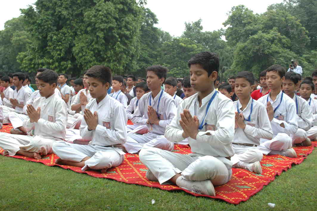 PERFECT LOTUSES: School students perform yoga during an awareness campaign to save India's legacy and historical monuments at Qutab Miniar organised by International Yoga Exponent Mansi Gulati in New Delhi, UNI
