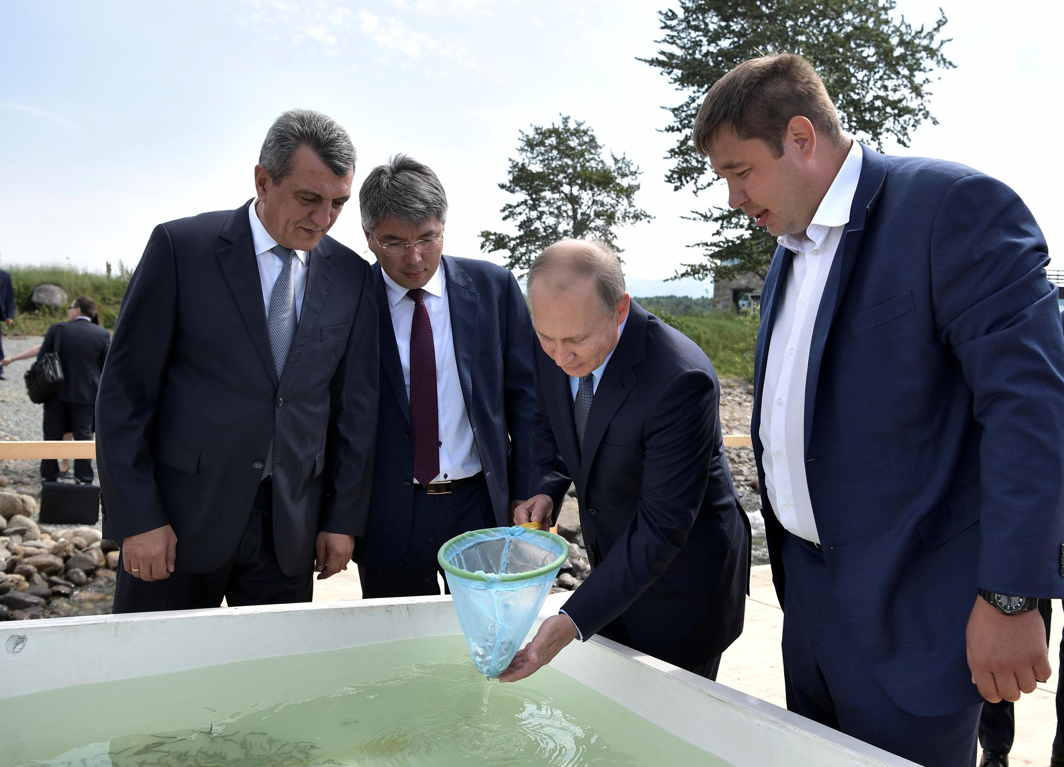 FISHY TALES: Russian President Vladimir Putin, accompanied by Sergei Menyailo, the presidential envoy in Russia's Siberian federal district, Alexei Tsydenov, the acting head of Buryatia, and Leonid Mikhailik, the head of the Main Board on the Protection and Reproduction of Fish Stock and Fishery Control (Glavrybvod) local branch, release young omul into Lake Baikal at the Baikal Nature Reserve in the Republic of Buryatia, Russia, Reuters/UNI