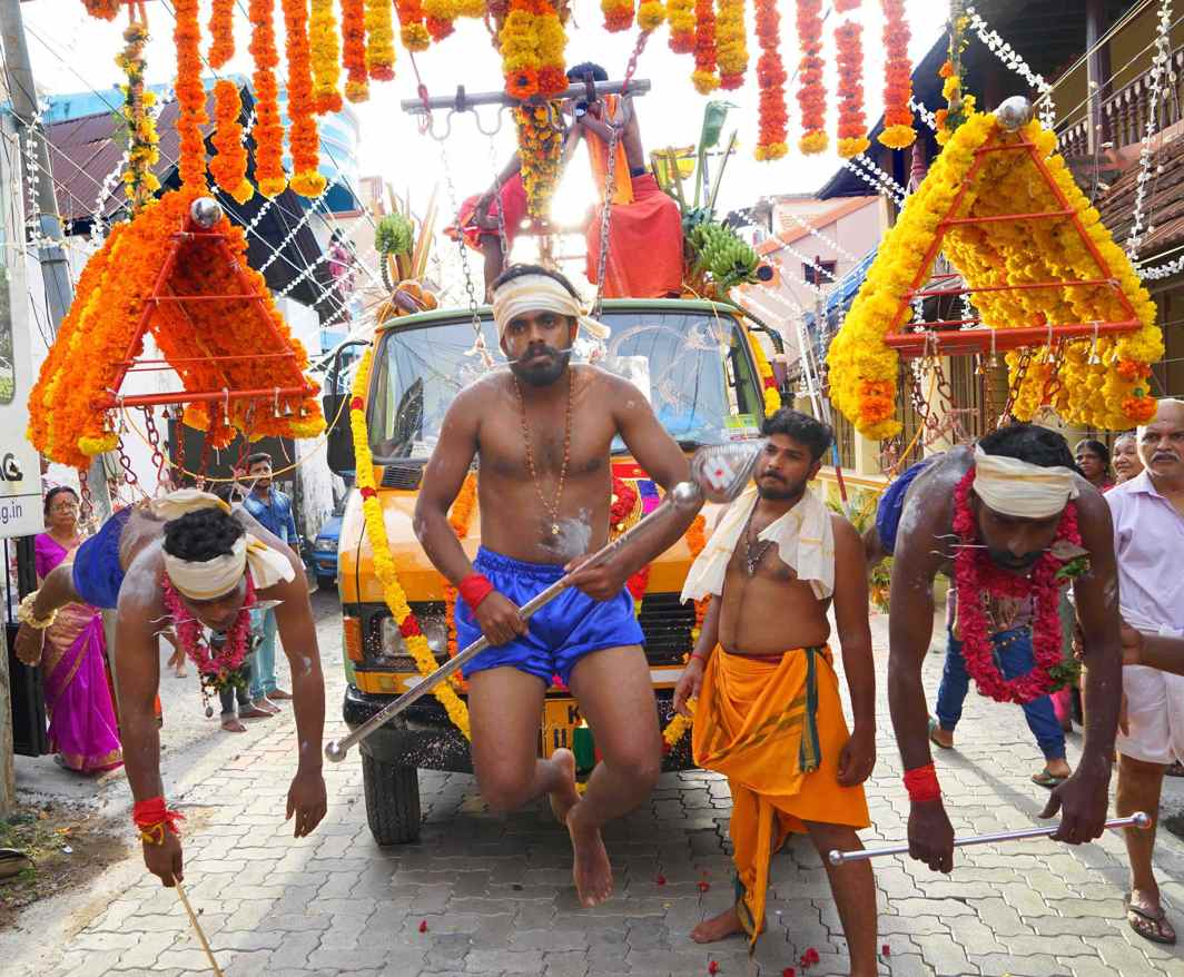 PENANCE AND DELIVERANCE: A Kaavadi ritual procession of the temple festival in Thiruvananthapuram, UNI