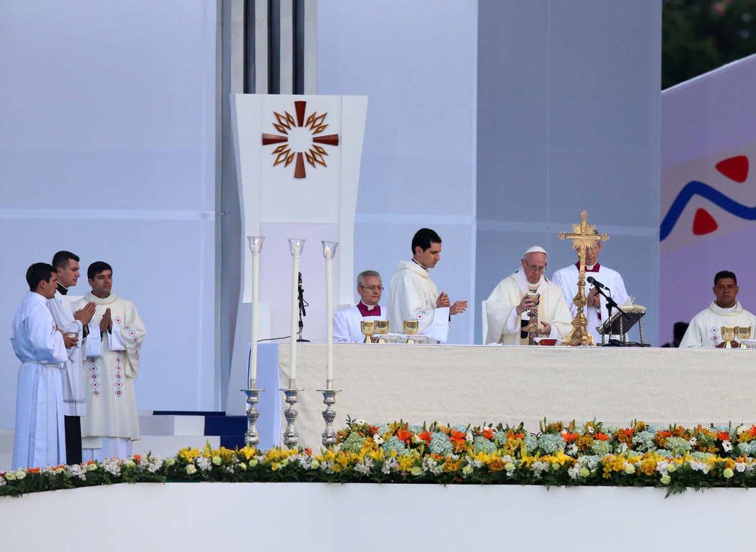 LET US PRAY: Pope Francis celebrates holy mass at Simon Bolivar Park in Bogota, Reuters/UNI