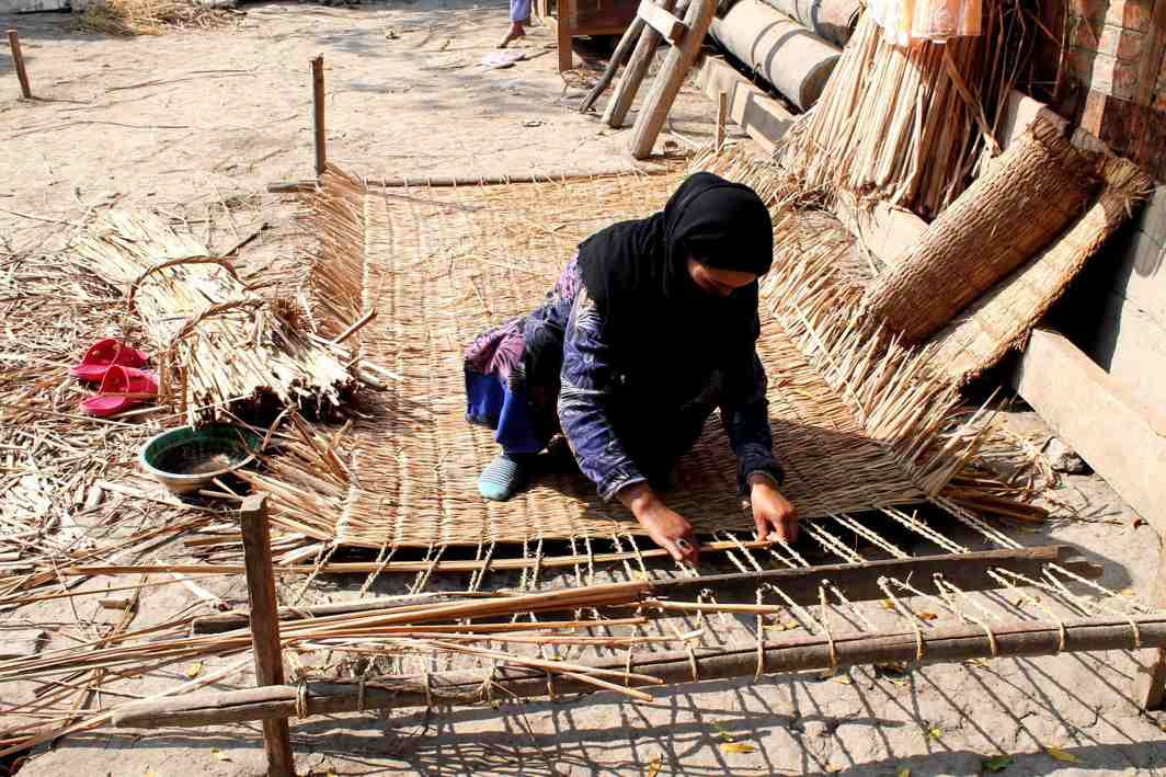 WHAT IT TAKES: A woman weaves traditional Kashmir grass mats in Srinagar, UNI