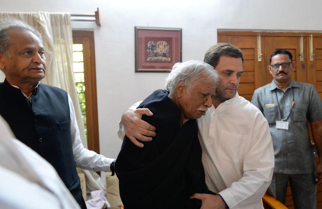 IN GRIEF: Congress vice-president Rahul Gandhi condoles with AICC general secretary Madhusudan Mistry the loss of his son, Parikshit Mistry, in Gandhinagar, UNI