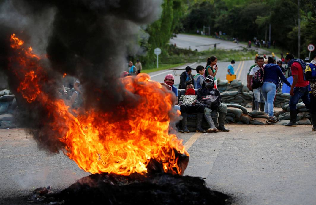 NEGLECTED LOT: Indigenous people block the Panamerican highway in protest against the government, demanding land reform and increased state spending in rural areas, in Cauca, Colombia, Reuters/UNI