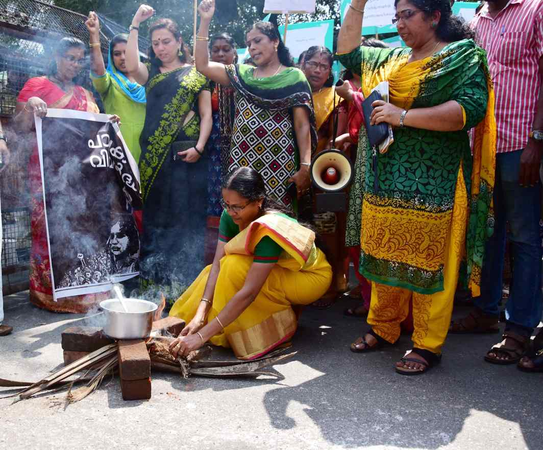 DESPERATE MEASURES: Members of the women's wing of Kerala Secretariat Employees Association cook in front of AG office to protest against the LPG price hike in Thiruvananthapuram, UNI
