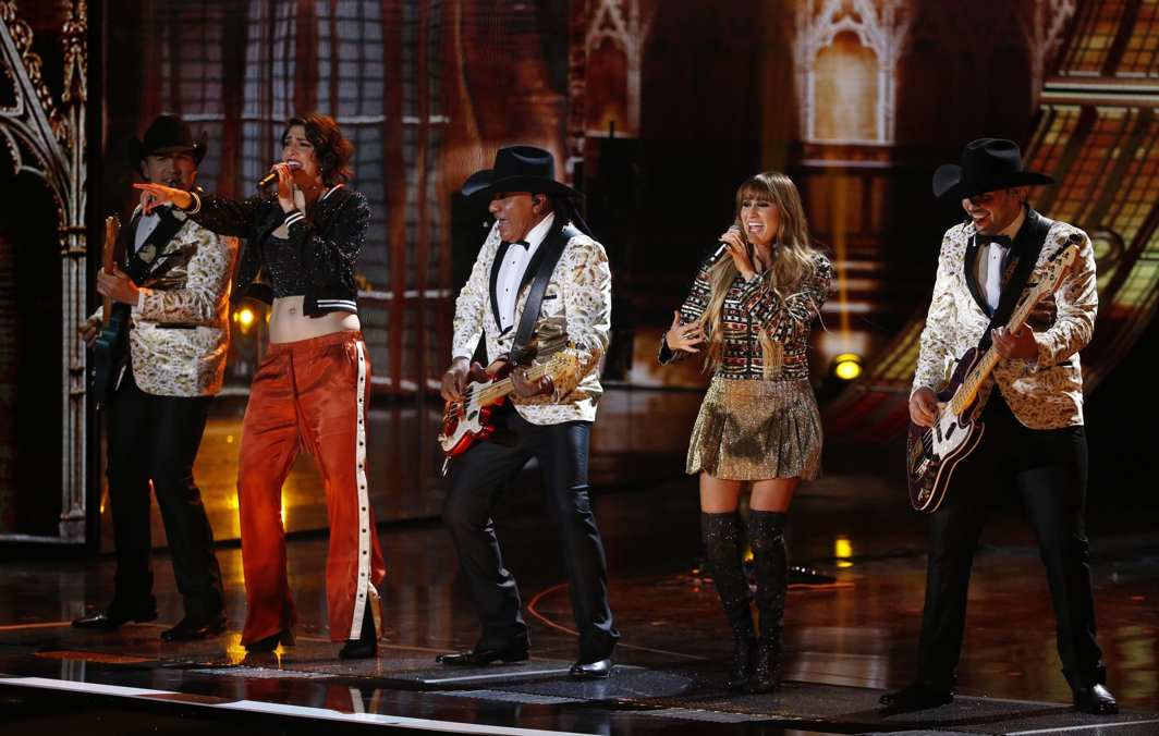 """LOONY TUNES: Pop duo Ha Ash and Bronco perform """"Adoro"""" at the 18th Latin Grammy Awards Show in Las Vegas, Nevada, US, Reuters/UNI"""