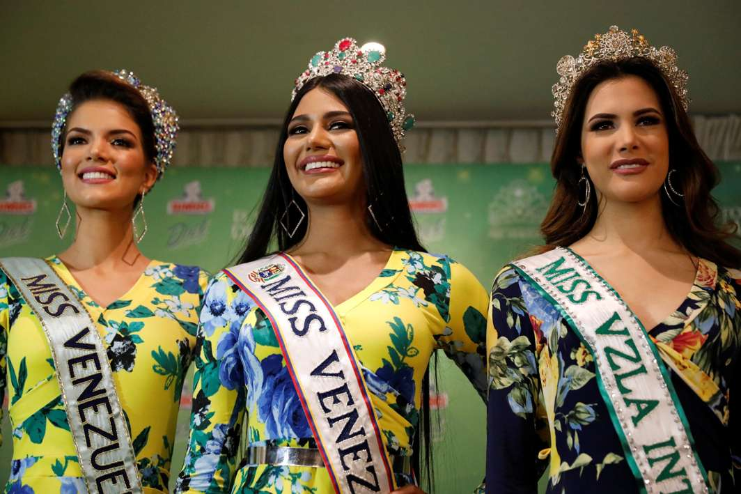 BEVY OF BEAUTIES: Miss Venezuela 2017 Sthefany Gutierrez (C), Miss Venezuela World 2017 Veruska Ljubisavljevic (L) and Miss Venezuela International 2017 Mariem Velazco, attend a news conference in Caracas, Venezuela, Reuters/UNI