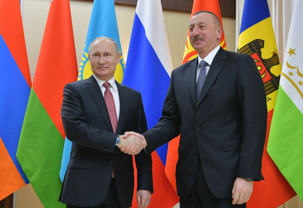 ONCE WE WERE ONE: Russian President Vladimir Putin (left) shakes hands with his Azeri counterpart Ilham Aliyev before a meeting of heads of the Commonwealth of Independent States (CIS) outside Moscow, Russia, Alexei Druzhinin/Kremlin/Sputnik/Reuters/UNI