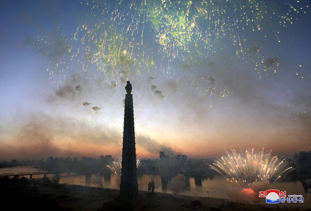 FLOWERS IN THE SKY: A view of celebrations at Kim Il-sung Square on December 1, in this photo released by North Korea's Korean Central News Agency (KCNA) in Pyongyang, Reuters/UNI