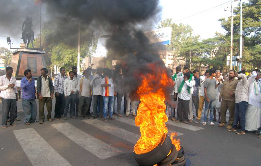 FIRE FOR WATER: Farmers burn tyres during a north Karnataka bandh called by them demanding immediate implementation of the long-pending Kalasa-Banduri-Mahadayi drinking water project, in Belagavi, UNI