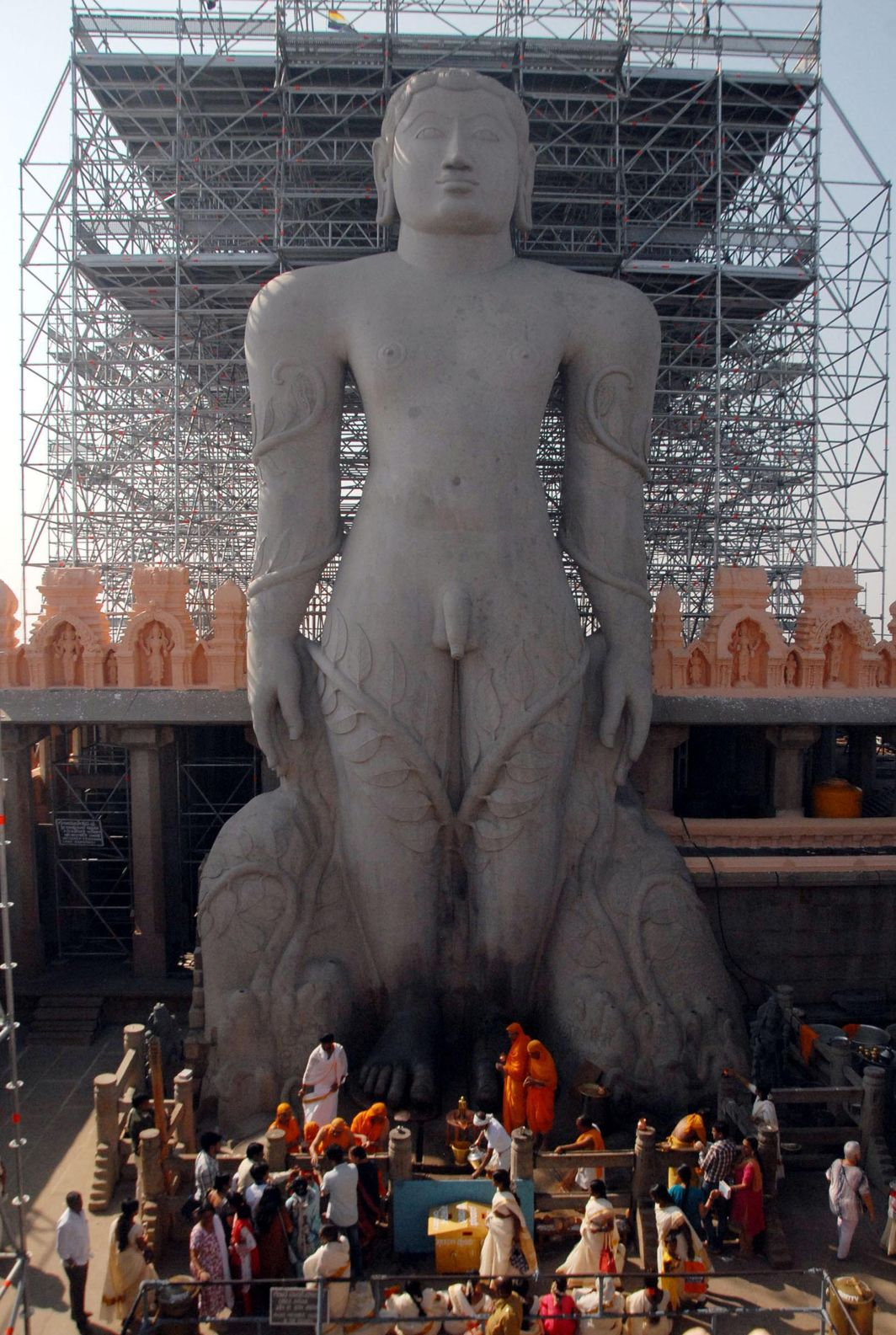 STANDING FOR A MILLENNIUM AND MORE: Preparations in full swing for the Mahamastakabhisheka of giant monolithic statue of Lord Gomteshwara (Bahubali) from February 7 to 26 on Vidyagiri Hill at Shravanabelagola in Hassan district of Karnataka, the 57-foot free-standing statue being the world's tallest, UNI