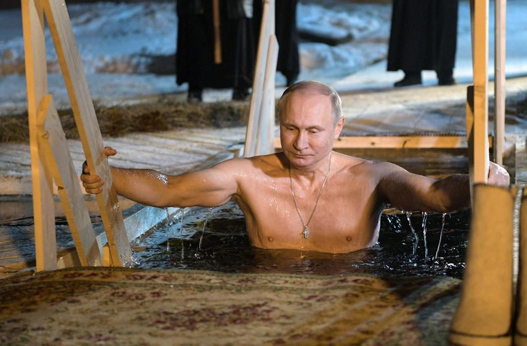 COOL DIP: Russian President Vladimir Putin takes a dip in the water during Orthodox Epiphany celebrations at Lake Seliger, Tver region, Russia, Reuters/UNI