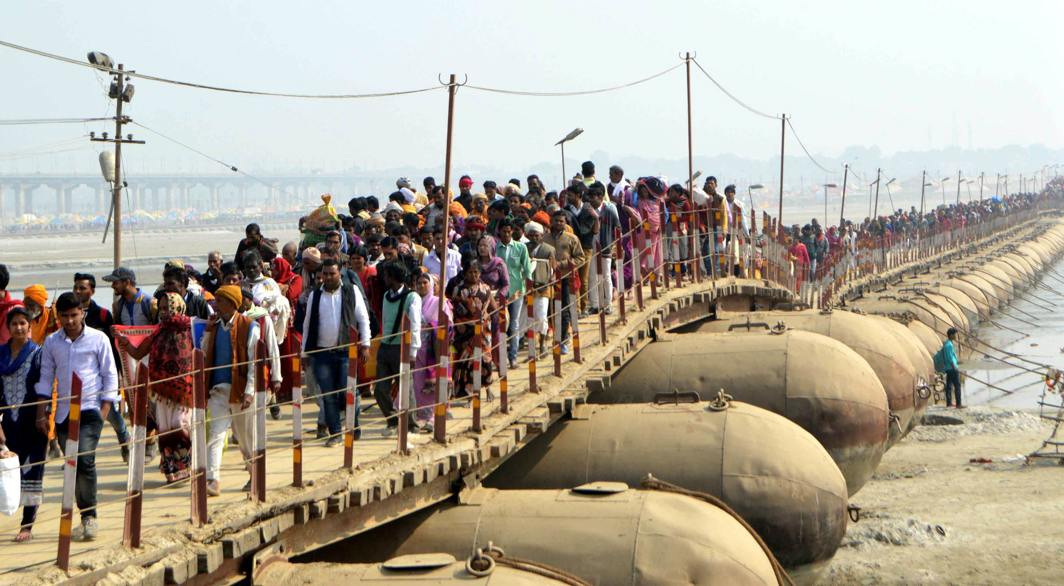 RIVER RITUAL: A crowd of devotees crossing a the pontoon bridge to take a dip in Sangam, confluence of the three rivers, the Ganga, the Yamuna and the Saraswati, on the occasion of Mauni Amavasya festival during Magh Mela in Allahabad, UNI