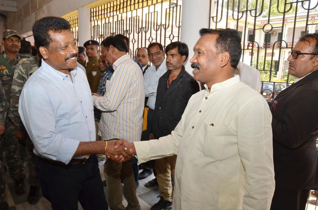 CAREFREE? Former Jharkhand Chief Minister Madhu Koda (left) and former Jharkhand Cabinet Minister Enos Ekka shake hands with each other after their arrival for appearing at a special CBI court in connection with a four thousand crore money-laundering case in Ranchi, UNI