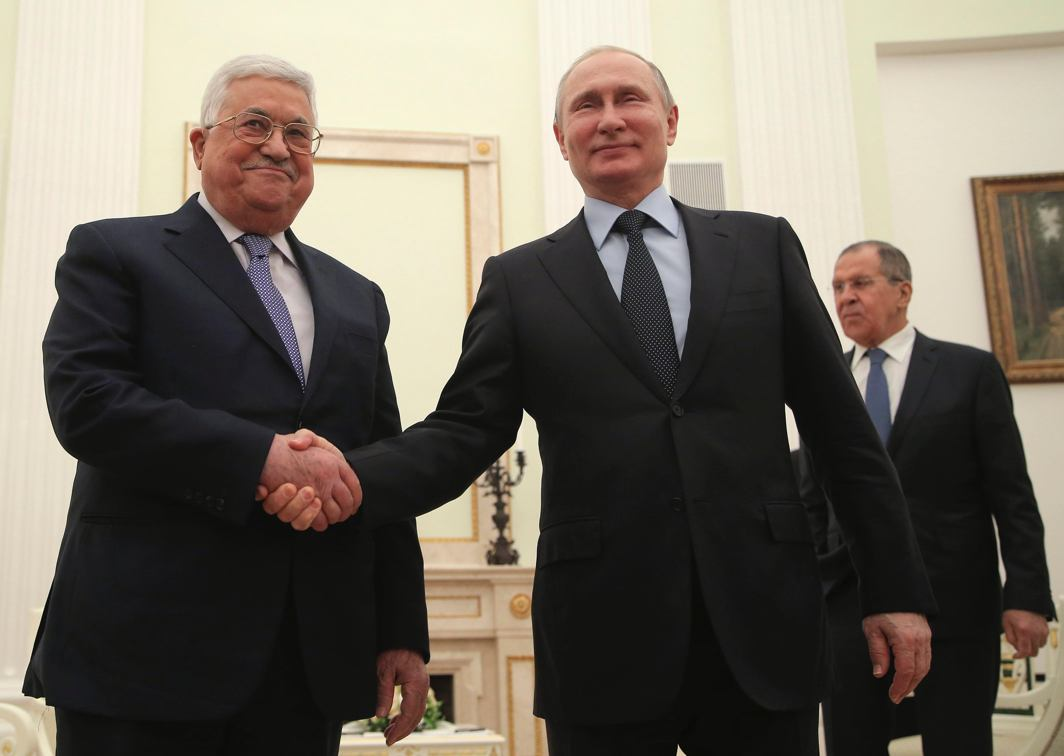 FIRM HANDSHAKE: Russian President Vladimir Putin (C), Foreign Minister Sergei Lavrov (R) and Palestinian President Mahmoud Abbas attend a meeting at the Kremlin in Moscow, Russia, Reuters/UNI
