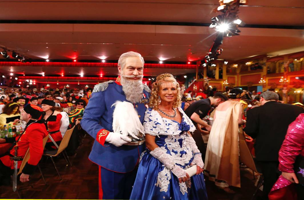 PERIOD PIC: Bavarian Finance Minister Markus Soeder and his wife Karin pose for the media during the 'Fastnacht in Franken' carnival TV show in Veitshoechheim, Germany, Reuters/UNI