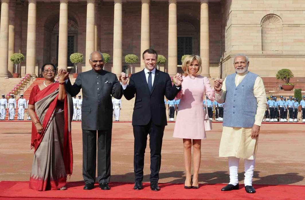 SHOW OF FRIENDSHIP: French President Emmanuel Macron (centre), his wife Brigitte Macron (second right) President Ramnath Kovind (second left) his wife Savita Kovind (left) and Prime Minister Narendra Modi hold hands during Macron's ceremonial reception at Rashtrapati Bhavan, in New Delhi, UNI