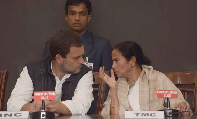 NEW DELHI, DEC 27 (UNI):- Congress Vice President Rahul Gandhi in conversation with Trinamool Congress supremo and West Bengal Chief Minister Mamata Banerjee during a joint press conference after a meeting on demonetisation issue of political parties comprising INC, TMC,DMK, RJD,JS(S),IUML and AIUDF in New Delhi on Tuesday. UNI PHOTO-44U