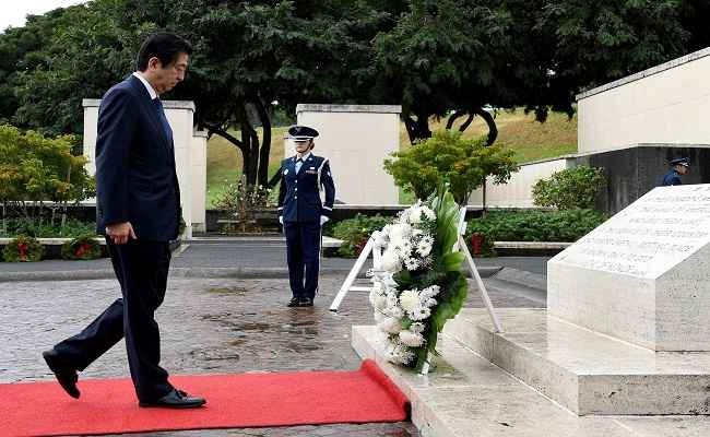 HONOLULU, DEC 27:- Japanese Prime Minister Shinzo Abe presents a wreath at the National Memorial Cemetery of the Pacific at Punchbowl in Honolulu, Hawaii, U.S. December 26, 2016. REUTERS-7R
