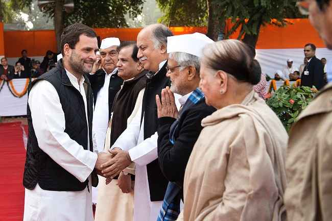 NEW DELHI, DEC 28 (UNI):-Congress Vice President Rahul Gandhi meeting party leaders on the occasion of Foundation Day at AICC headquarters in New Delhi on Wednesday. UNI PHOTO-11U