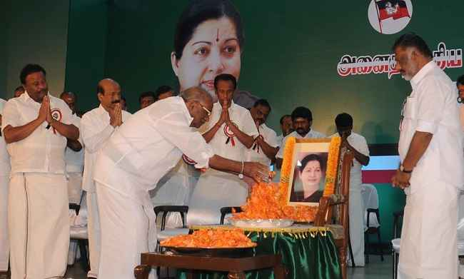 CHENNAI, DEC 29 (UNI):-AIADMK Presidium Chairman E Madhusudhanan offering floral tribue to late Chief Minister Jayalalithaa at the Party's General Council Meeting, in Chennai on Thursday. UNI PHOTO-55U
