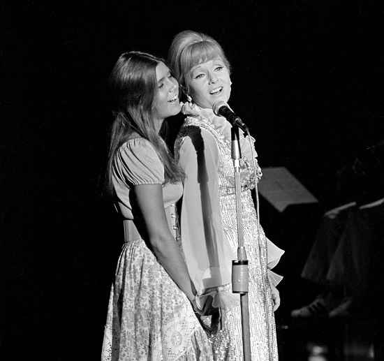 Debbie Carrie Fisher and Reynolds at Reynolds opening night at the Desert Inn in Las Vegas in 1971, courtesy Jim Borrup, EPA