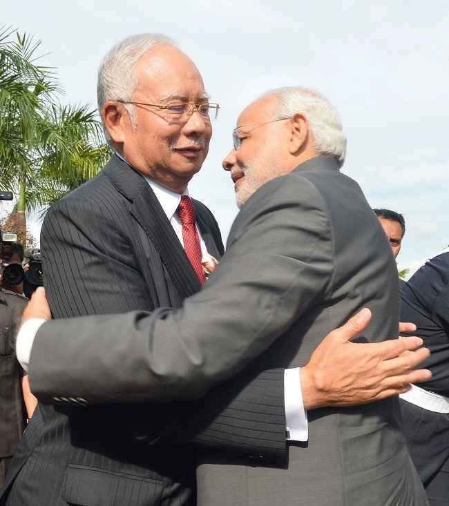 Modi meets his Malaysian counterpart Najib Razak