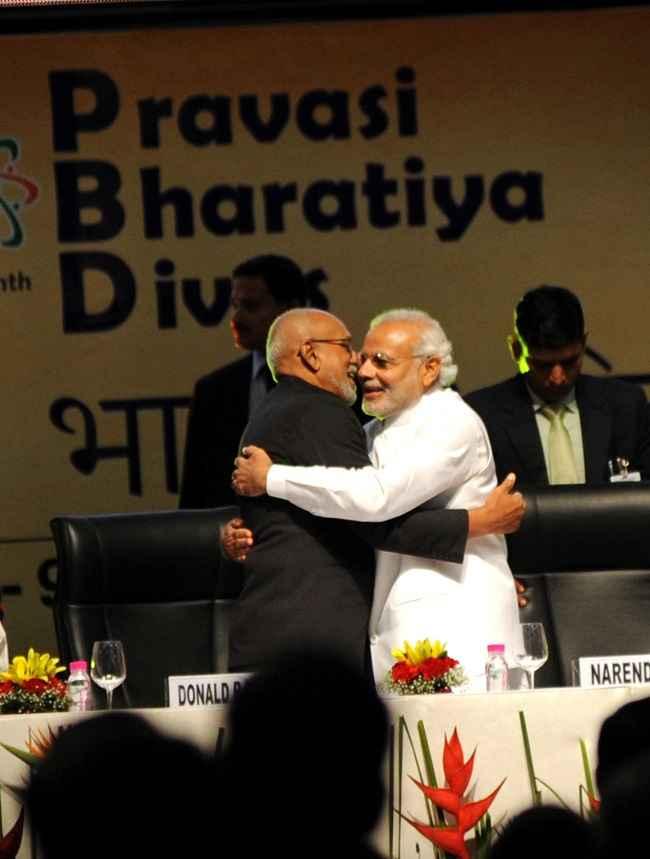 Modi welcomes Donald R Ramotar